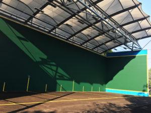 Photo extérieure représentant la construction du bâtiment tertiaire multisports de la ville de Biganos