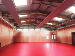 Photo représentant l'intérieur de la construction du bâtiment tertiaire multisports de la Ville de Biganos
