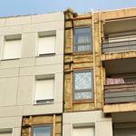 """Photographie, prise en extérieure, représentant l'isolation thermique extérieure des façades de la Résidence """"le Granoly"""" au Pouzin en Ardéche. Rénovation de logements sociaux collectifs."""